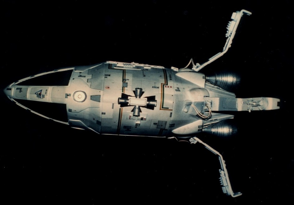 photos of the refurbished command module, by Phil Rae. Others photos ...